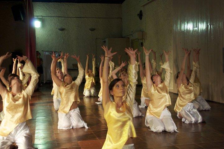 http://www.tempsdancefitness.fr/wp-content/uploads/2018/02/Spectacle-2011-St-Beron-2.jpg